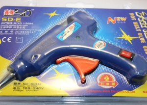 Клеевой пистолет на 7 мм клей с кнопкой включения.